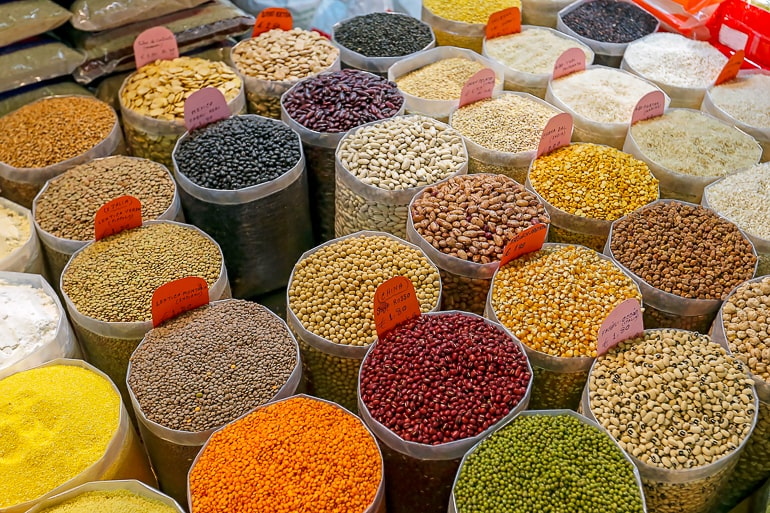 Bags up legumes and other dried ingredients for cooking on a budget