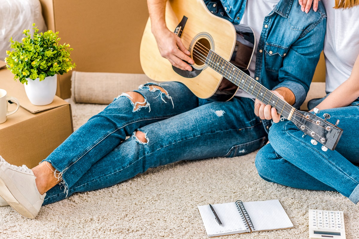 Two people sitting on floor with guitair on their lap how to give space in relationship