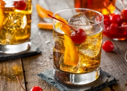 The Best Alcoholic Drinks To Order When You Don't Know What To Get