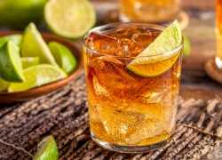 5 Easy Cocktails To Make For Your Next Party