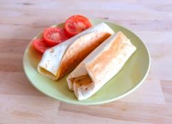 Quick 5-Minute Grilled Tomato Mozzarella Wraps
